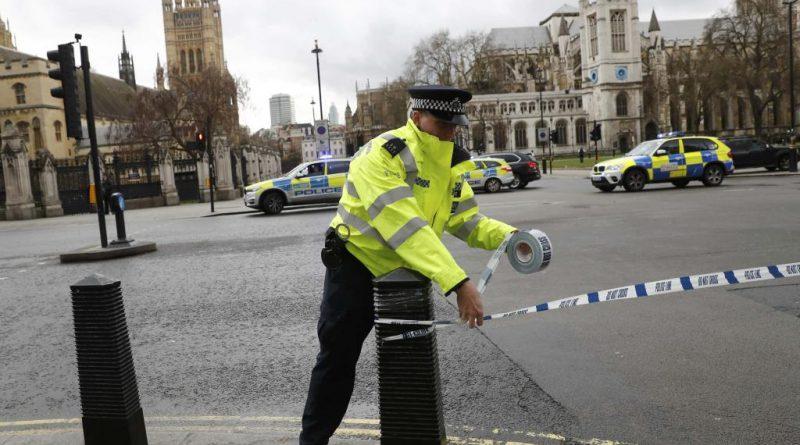 Coups de feu devant le Parlement britannique
